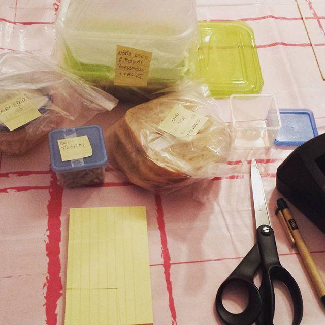 Babakonyha dobozolás címkézés